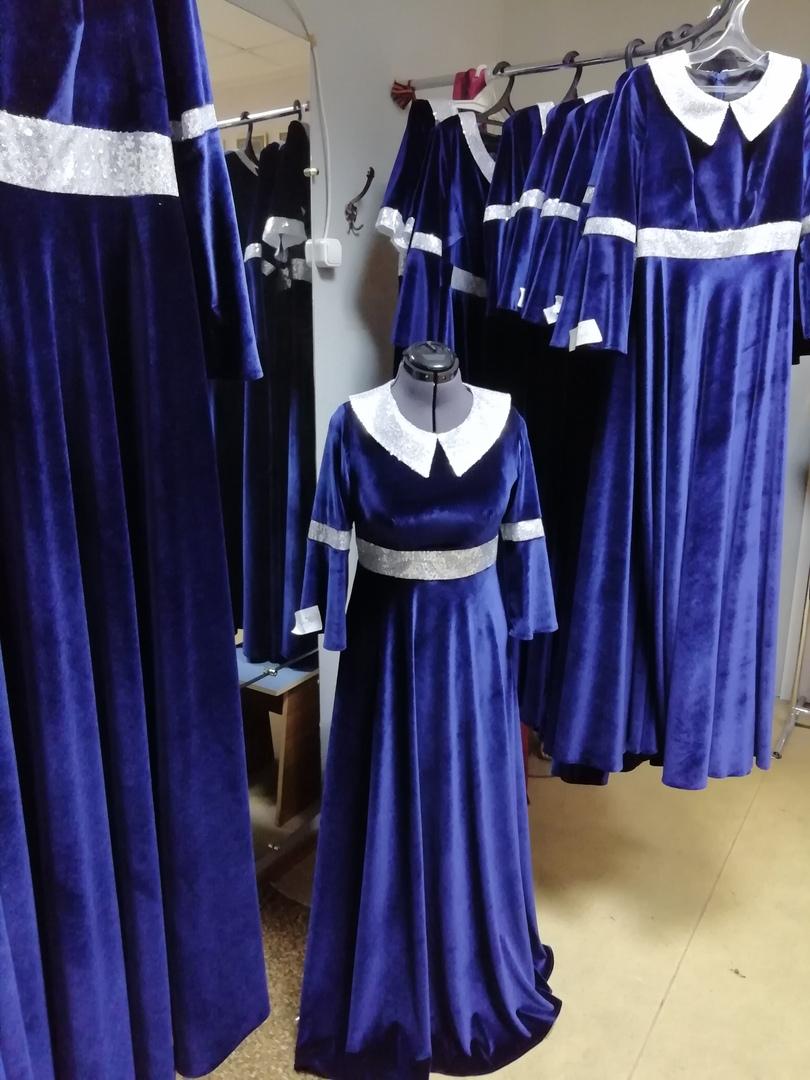 Платья для сцены из бархата