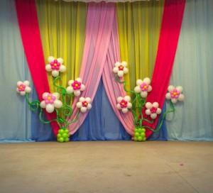 Украшение праздника тканями и шарами
