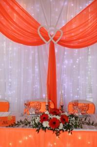Коралловый цвет в украшении свадьбы