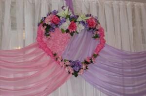 Оформление тканями окон в свадебном зале