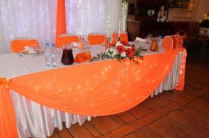 Персиковая свадьба украшение зала тканями