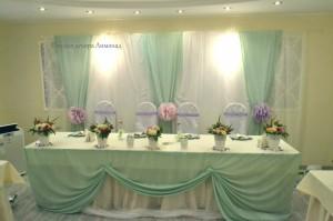 мятный цвет тканей в интерьере свадебного зала