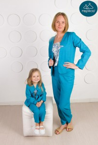 Деловые костюмы для мамы и дочки