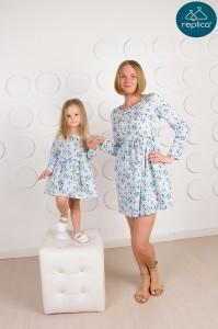 Платья в цветочек для мамы и дочки