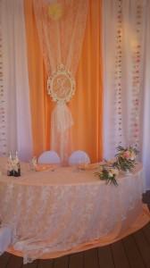 Нежные персиковые ткани для украшения свадебного зала